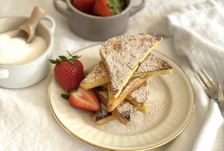In den letzten Wochen habe ich mehrmals zwei Frühstücks-Klassiker gezaubert, die ihr ohne viel Aufwand nachmachen könnt. Und vielleicht helft ihr mir bei der Entscheidung: Seid ihr Team French Toast oder Team Pancakes?