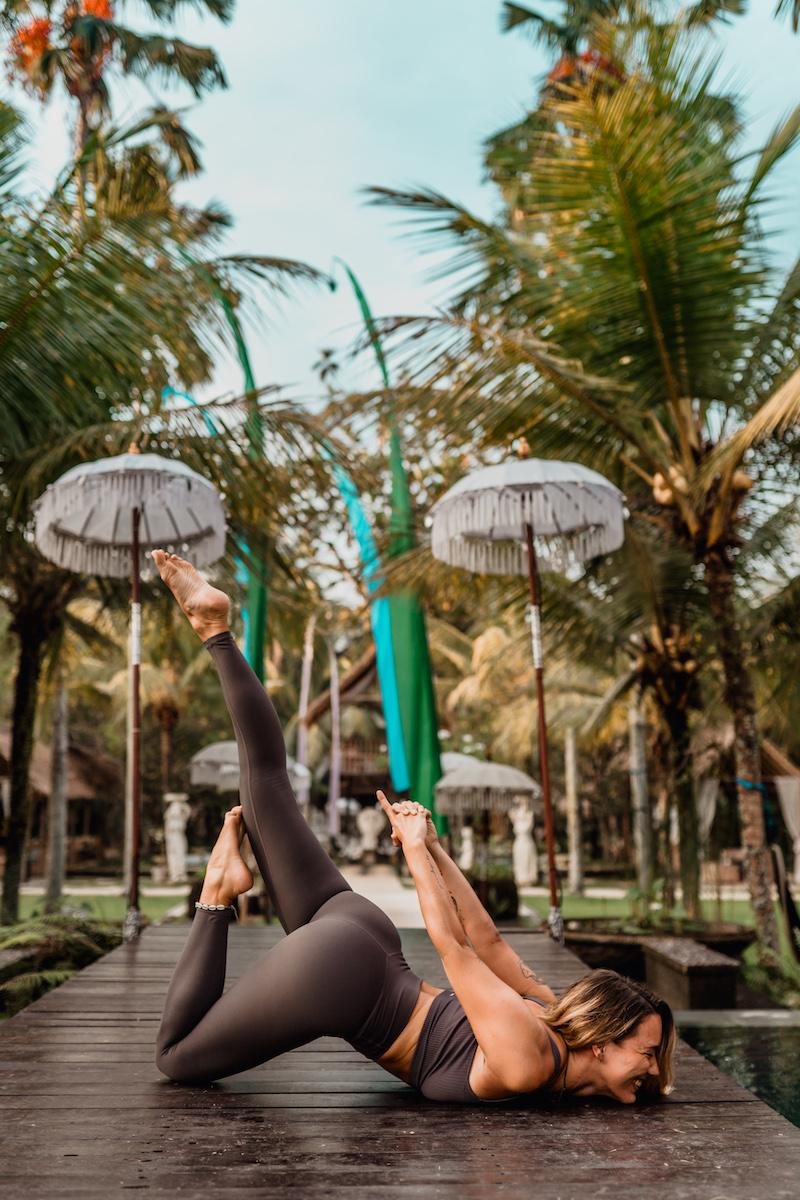 200 Stunden Yoga, Atemtechniken, Anatomie & Philosophie im wunderschönen Ubud auf Bali. Und nun bin ich ausgebildete Yoga Lehrerin. In diesem Post beantworte ich all eure Fragen rund ums Thema Yoga Lehrer Ausbildung auf Bali.
